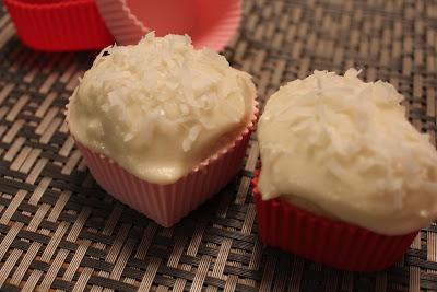 vanilla coconut cupcakes